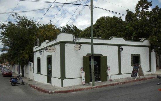 La Tienda Guido's: At the corner of Calle 10 and Ave. 15 norte