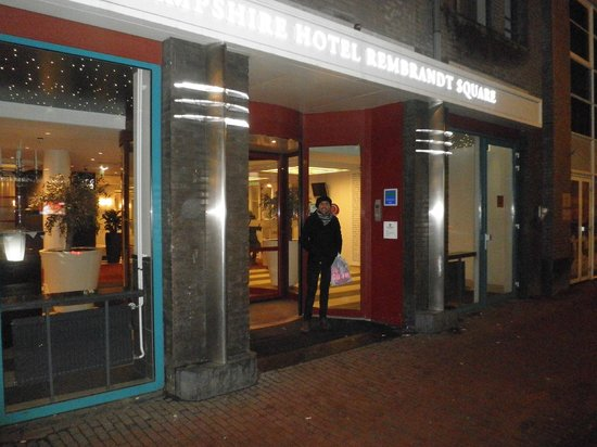 Rembrandt Square Hotel Amsterdam (formerly known as Hampshire Hotel Rembrandt Square):                   entrata albergo