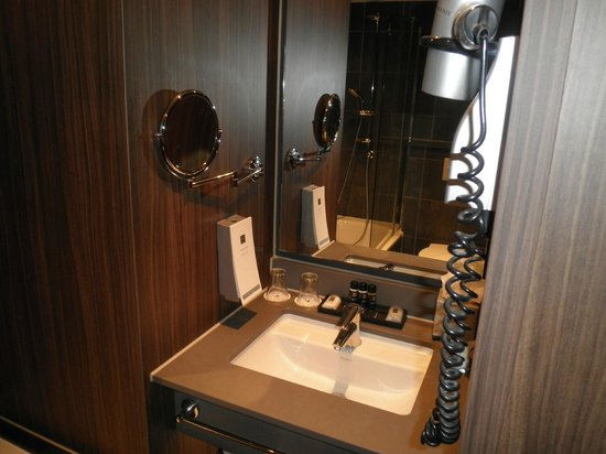 Rembrandt Square Hotel Amsterdam (formerly known as Hampshire Hotel Rembrandt Square):                   angolo bagno