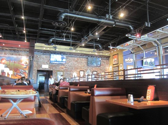 BJ's Restaurant & Brewhouse: Interior of the Restaurant.