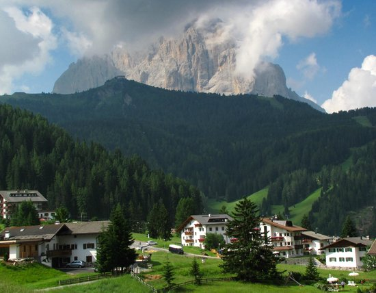 Residence Apartments Risaccia:                                                       View from Vallunga back over Selva