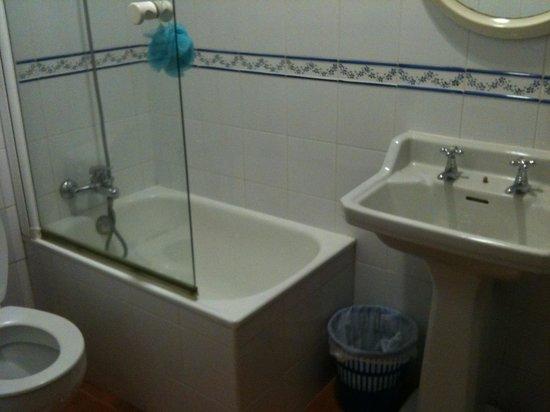 Hostal La Vera:                   Bagno camera 11