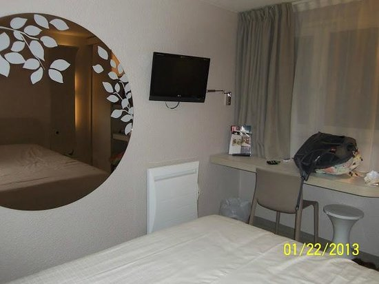Kyriad Deauville - Saint Arnoult : flat screen tv and new heater