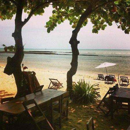 Aquarela Praia:                                     Área da praia, e vista que se tem ao tomar o café da manhã.