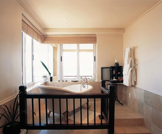Primi-Royal: Superior Suite with Spashpool on Patio, view from Bathroom