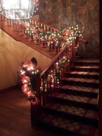 Four Seasons Resort Lana'i, The Lodge at Koele: Christmas at Koele Lodge