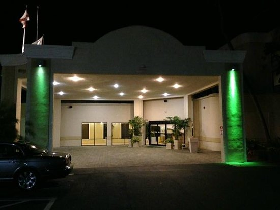 Holiday Inn Fort Myers - Downtown Area : Entrance to hotel