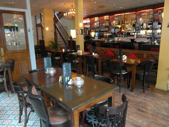 Grand Café Dordts Genoegen :                   The interior