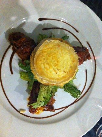 L'Effet Mer:                   Vegetarian Starter - Goat Cheese with Veg