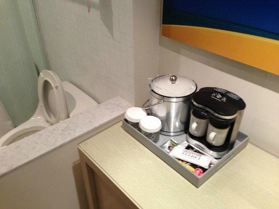 El Conquistador Resort, A Waldorf Astoria Resort: coffee maker next to toilet