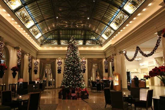 BELLEVUE PALACE Bern:                                     Lobby at Christmas