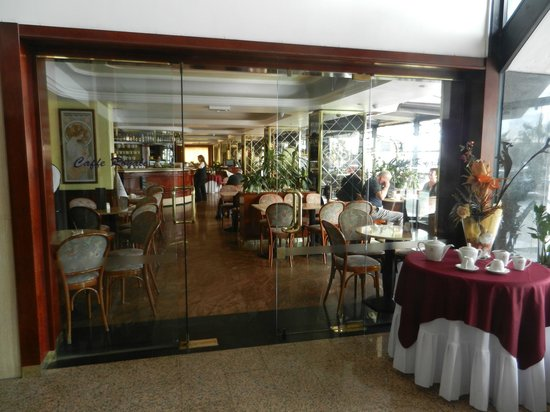 Qawra Palace Hotel: Cafe Royale