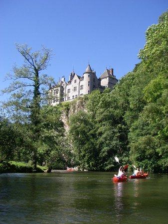 Dinant Evasion - Lesse Kayaks :                   vue d'un chateau sur le parcourt