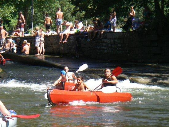 Dinant Evasion - Lesse Kayaks :                   une petite cascade