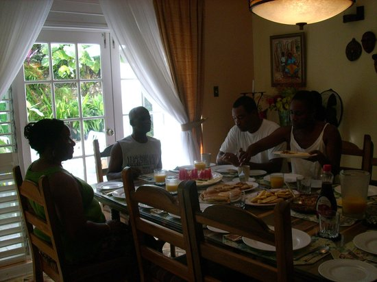 Silver Sands Vacation Villas:                                     Breakfast time