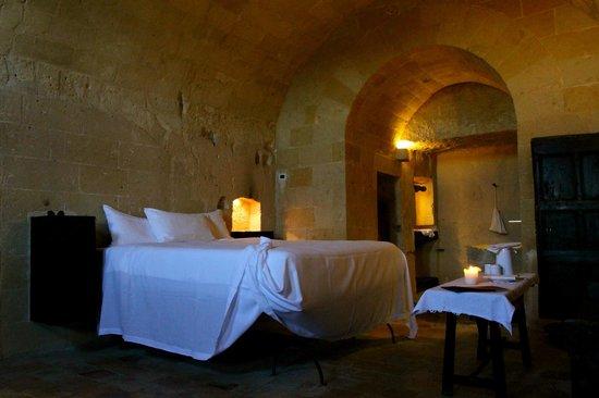 Sextantio Le Grotte della Civita:                   Letto...