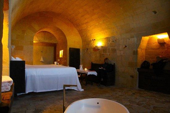 Sextantio Le Grotte della Civita:                   Camera..