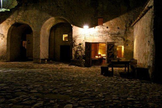 Sextantio Le Grotte della Civita:                   Ingresso hotel...