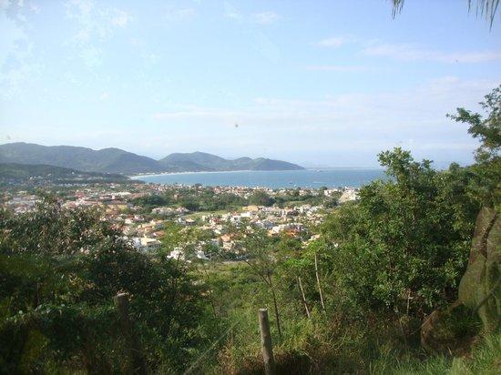 Silveira Eco Village:                   Vista de Garopaba do deck da piscina