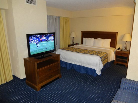 Residence Inn Chesapeake Greenbrier: King Size Bed