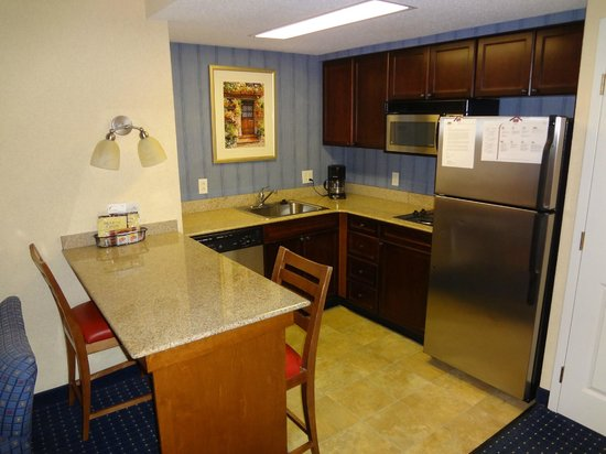 Residence Inn Chesapeake Greenbrier: Kitchen