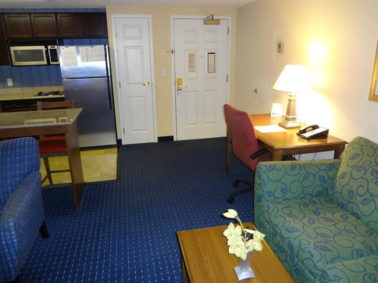 Residence Inn by Marriott Chesapeake Greenbrier: Entry and Desk