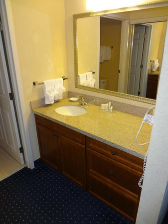 Residence Inn Chesapeake Greenbrier: Bathroom Sink