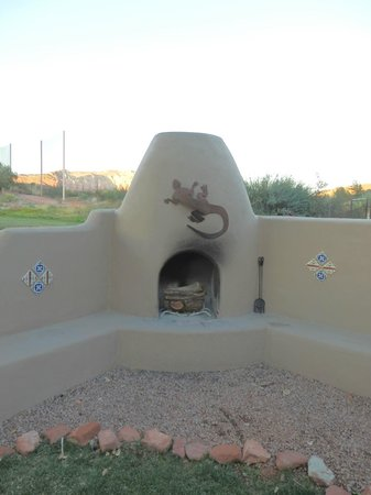 Adobe Hacienda Bed & Breakfast: Outdoor fireplace