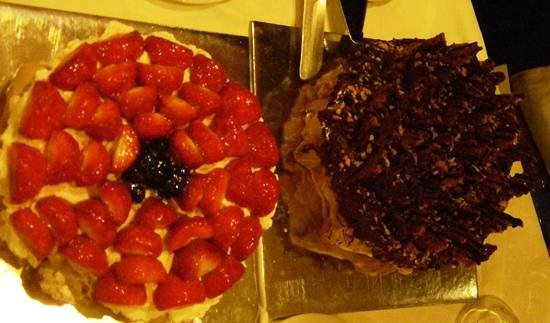 L'atelier de Patisserie:                   pavlova with strawberries and something amazing with chocolate
