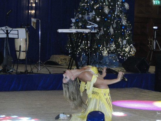 Al Raha Beach Hotel:                   Belly dancing performance