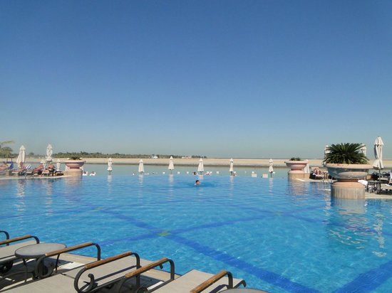 Al Raha Beach Hotel:                   Outdoor pool