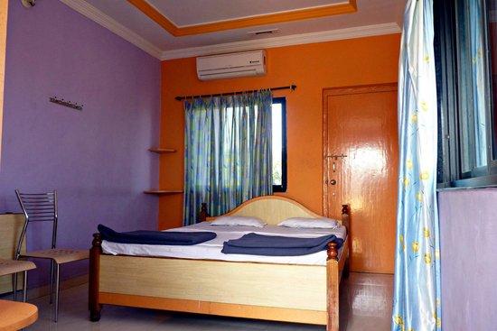 Hotel Padmapani Park :                                     Deluxe Room
