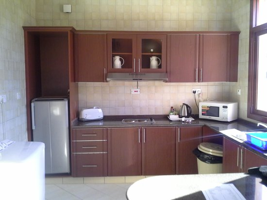 Al Bada Hotel and Resort:                   kitchen