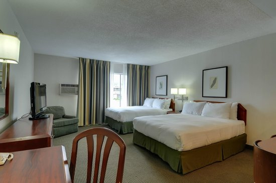 Vagabond Inn - San Diego Airport Marina: suite with 2 queen beds