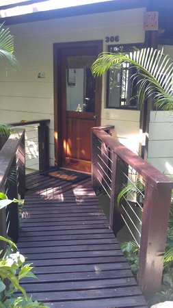 Tulemar Bungalows & Villas:                                     Entrance to #306 private