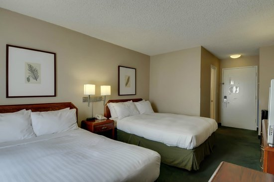 Vagabond Inn - San Diego Airport Marina: guestroom with 2 queen beds