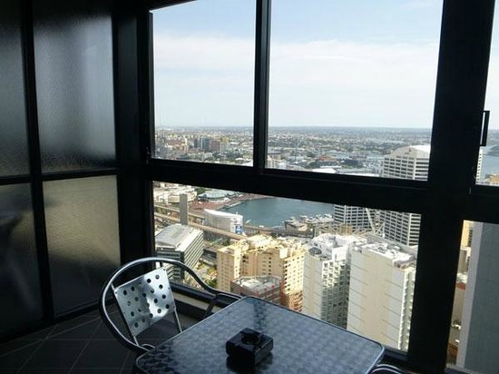 Meriton Suites Kent Street, Sydney: enclosed balcony