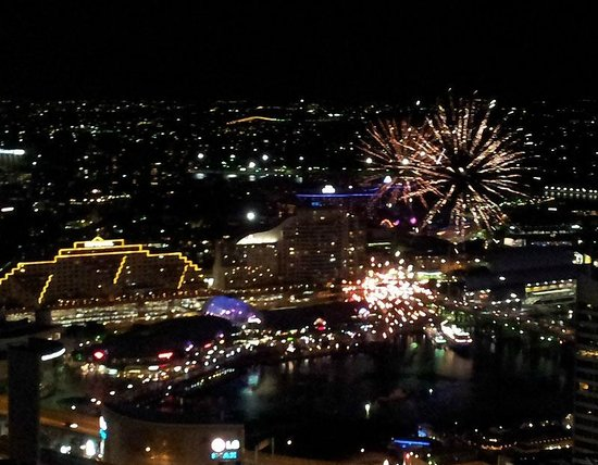 Meriton Serviced Apartments Kent Street: View of fireworks at Darling Harbour from room