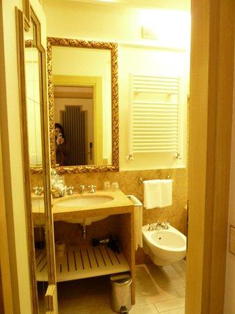 Hotel Dei Dragomanni: Bathroom