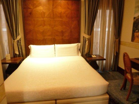 Hotel Dei Dragomanni: Bed
