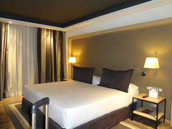 Hotel Jazz:                   Cama grande (são duas juntas), muito confortável