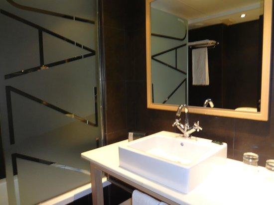 Hotel Jazz:                   Banheiro