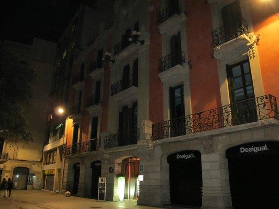 Catalonia Catedral:                   fachada del hotel clasica