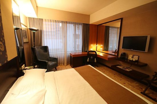 Royal Plaza on Scotts:                   Superior room