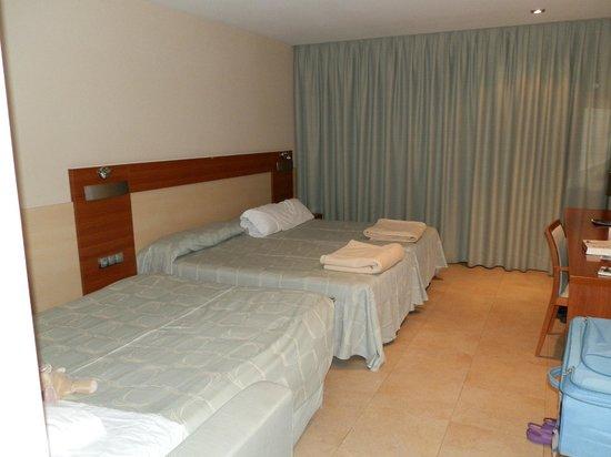 Hotel Deloix Aqua Center: Habitación para 3