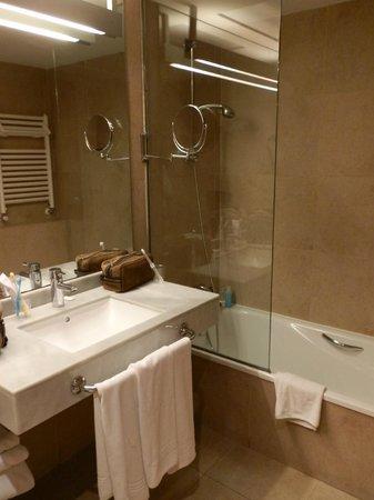 Hotel Deloix Aqua Center: Cuarto de baño
