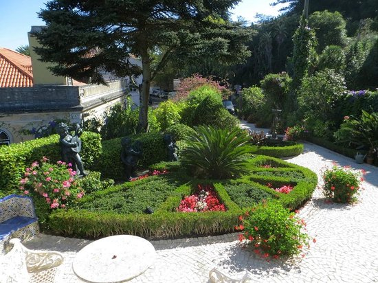 Bed and Breakfast Villa Mira Longa:                   Beautiful garden