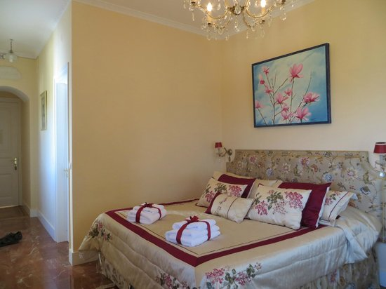 Bed and Breakfast Villa Mira Longa:                   Beautiful and comfortable bedroom