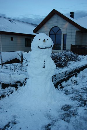 Hotel Berg:                   The owners made a snowman