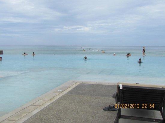 อินเตอร์คอนทิเน็นทอลฟิจิกอล์ฟรีสอร์ทแอนด์สปา: adult pool and ocean